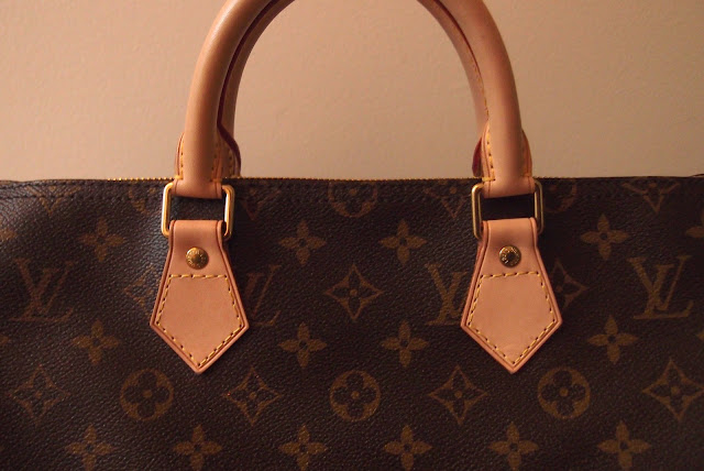 Stitching should be very even and straight. Louis Vuitton places the same  number of stitches in the same locations on similar bags. 18ec8a3627c70