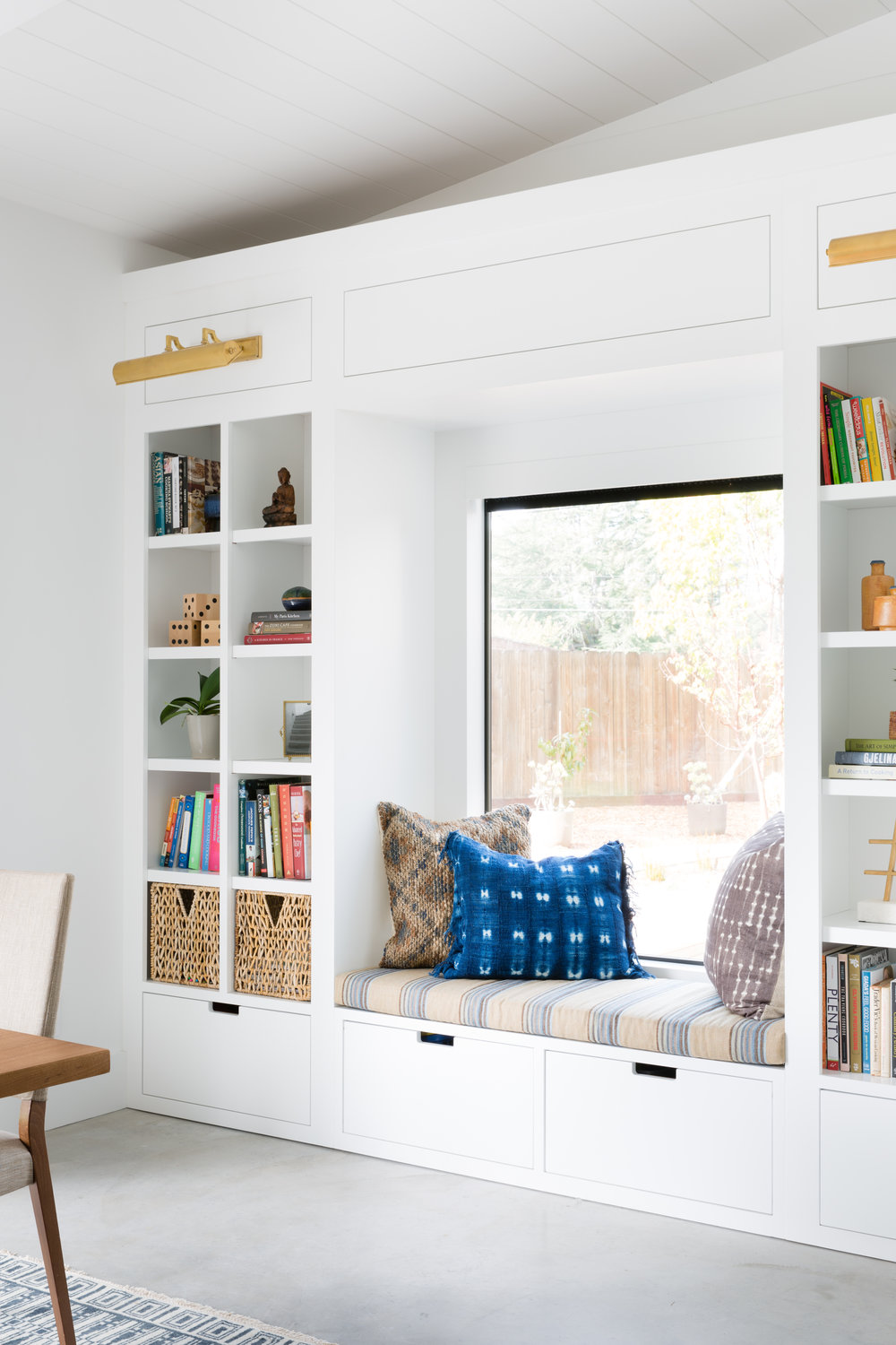 built-in window seat and shelves - Crazy Wonderful