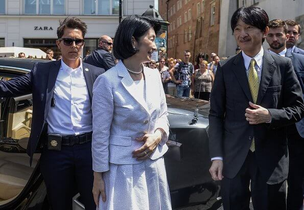 Crown Prince Akishino and Crown Princess Kiko visited the southern city of Krakow, at breakfast held at Sukiennice