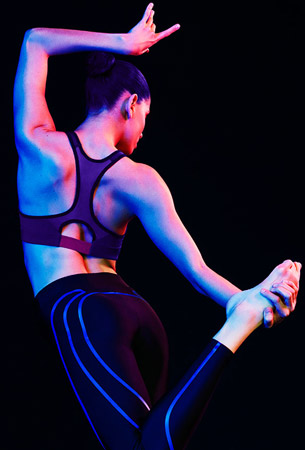 sujetador deportivo y legging negro azul Oysho