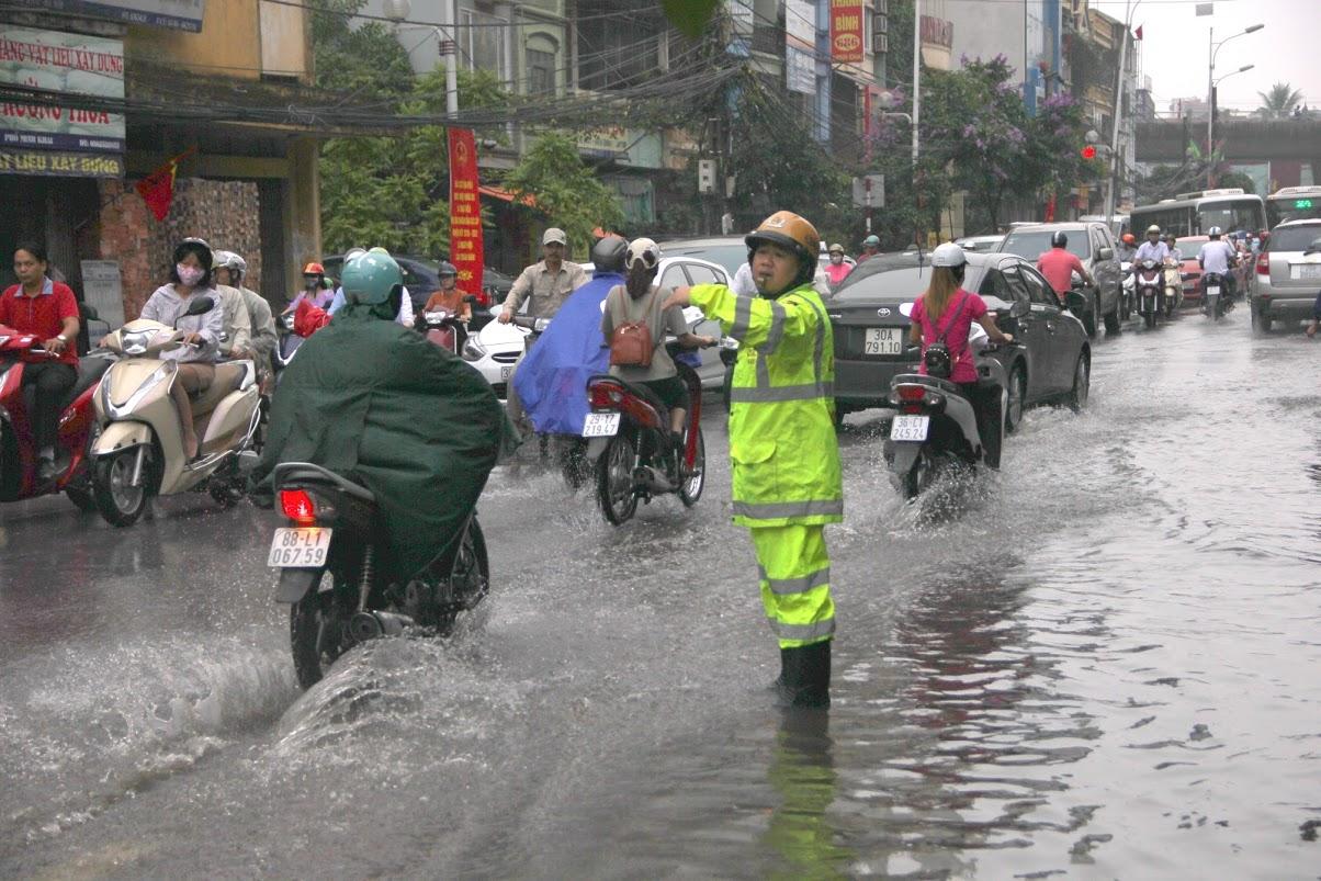 Kỳ lạ! Không có một vũng nước nào tại khu Ngoại Giao Đoàn sau trân mưa ngày 25/5/2016