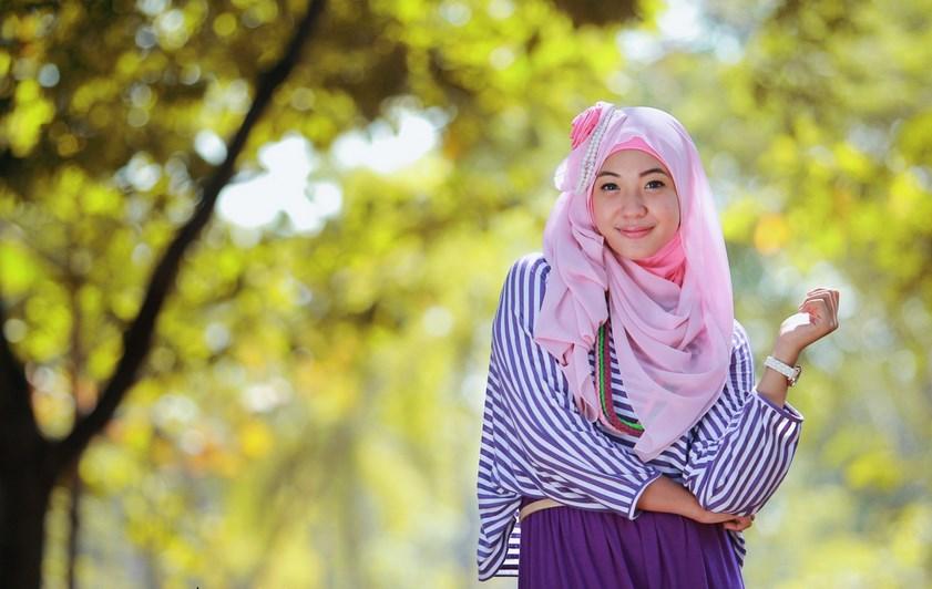 Hunting foto model Hijab manis pakai rok untuk jilbab pink cewek igo manis jadi model dadakan selalu cantik cute dan seksi bukan Jilbob