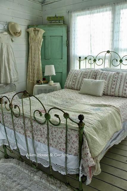 inspiracje w moim mieszkaniu: Kwiatowa pościel w sypialni {Floral linens in the bedroom}