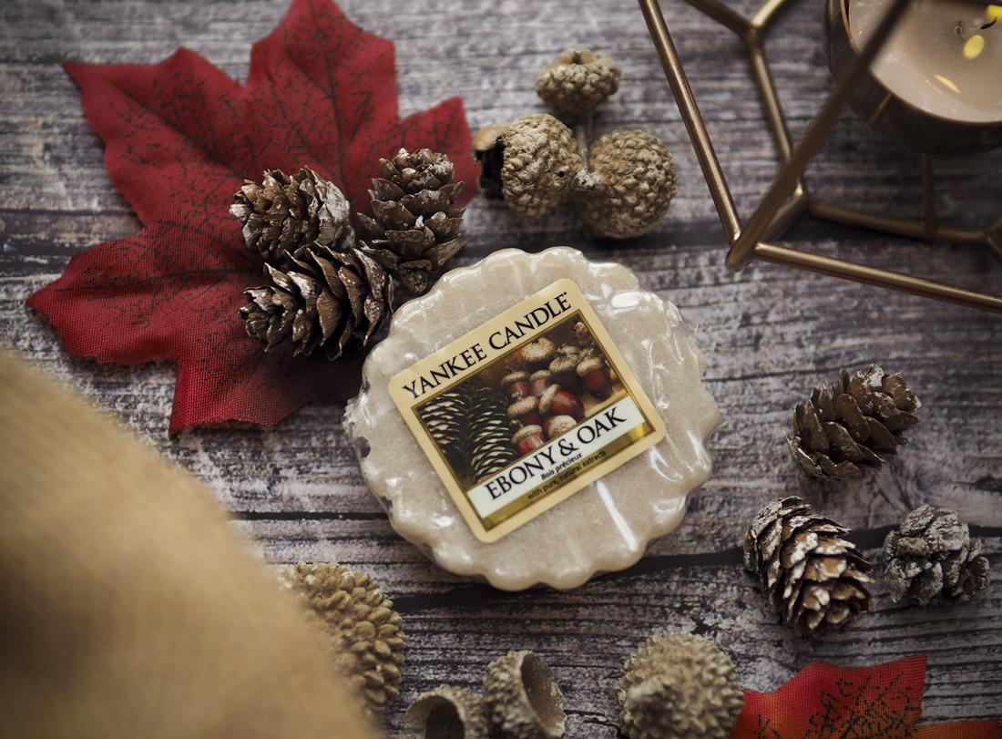 Rozgrzewający heban i świeży dąb - Ebony&Oak od Yankee Candle