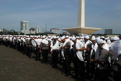 Polisi Berkopiah & Surban Putih Ternyata Pasukan Asmaul Husna Yang Kawal Demo, Mereka Menembak Pakai Hati dan Tak Bawa Senjata
