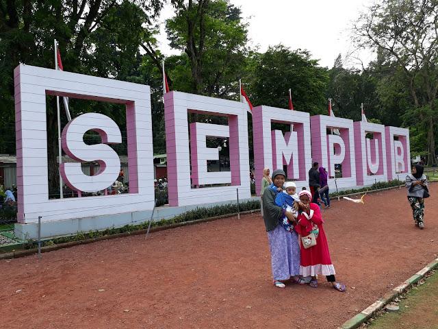 Liburan Akhir Pekan di Lapangan Sempur Kota Bogor