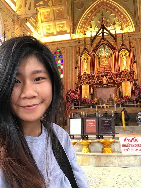 selfie at Wat Niwet Thammaprawat Gothic Temple, ayutthaya