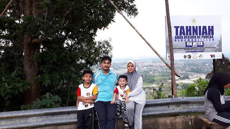 Kali Pertama Satu Keluarga Berjoging Menawan Puncak Bukit Besar