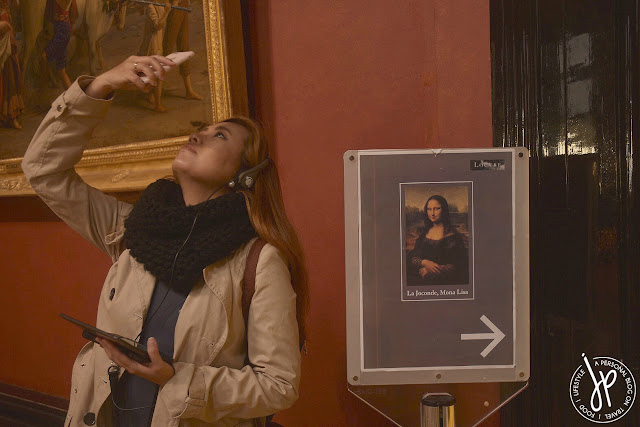 woman taking a photo, mona lisa