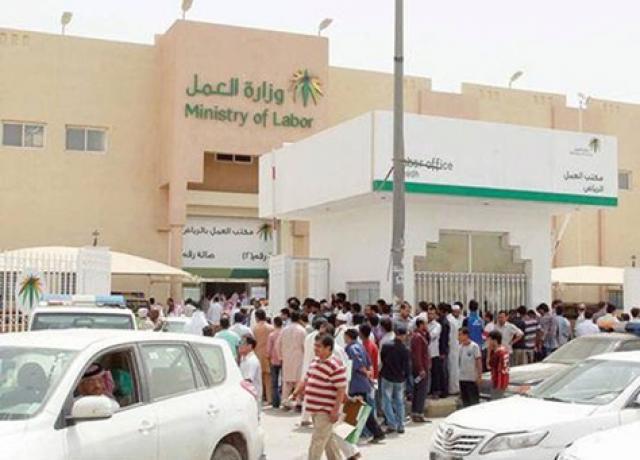 الجوازات السعودية تصدر قرار بإيقاف التأشيرات لهذه المهن