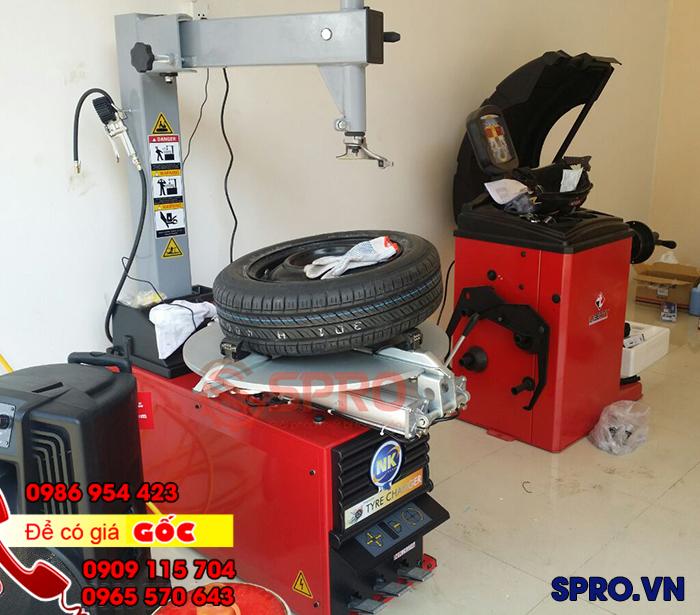 Máy tháo vỏ ô tô, máy mở vỏ xe du lịch NK324