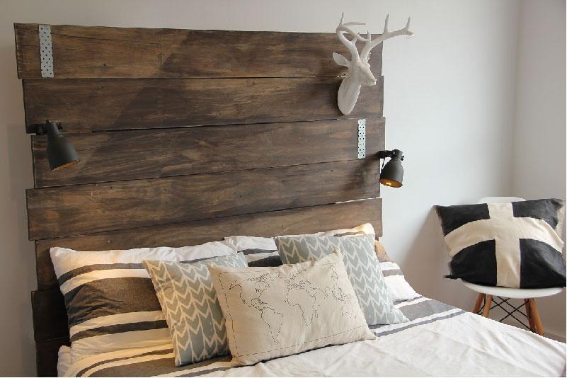 Testiera del letto fai da te con tavole di legno
