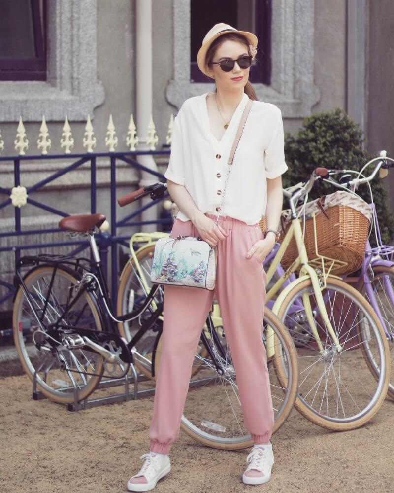 How to style pink trousers for Summer
