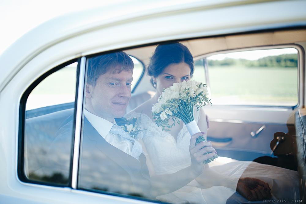 līgavas pušķis auto logs