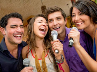 bernyanyi dan karoke