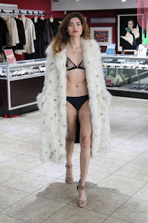 Blanca-Blanco-at-a-local-pawn-shop--32+%7E+SexyCelebs.in+Exclusive.jpg