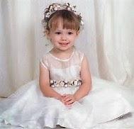 gambar bayi imut memakai gaun