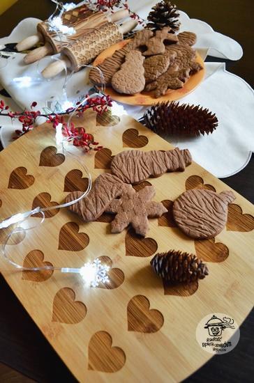 Korzenne ciasteczka z grawerem oraz świąteczne  prezenty ze sklepu MY GIFT DNA.