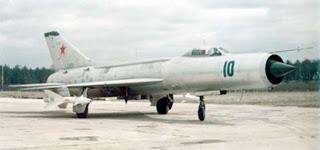 Un Su-11 a terra armato di missili R-8