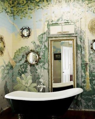 ציור הקיר לאמבטיה בסגנון דקדנטי