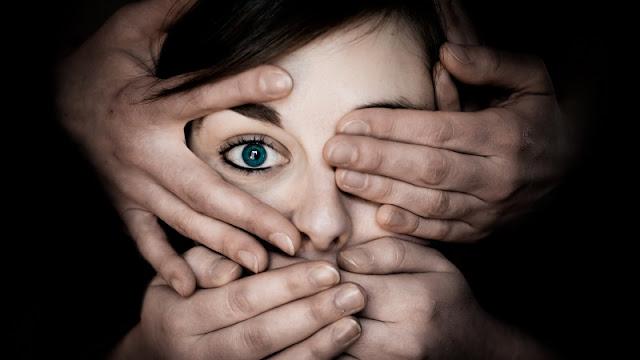 Perempuan yang mengidap takut gelap nyctophobia