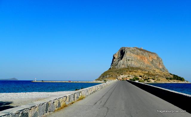 Istmo que liga Monemvasia ao continente. Peloponeso, Grécia