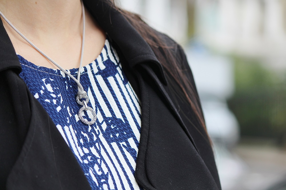 Peexo fashion blog jewellery silver necklace pendant gemporia florals duster coat spring