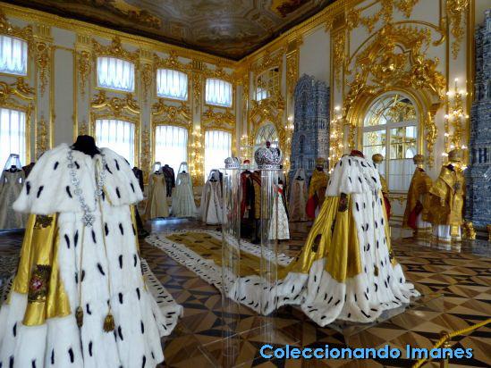 Trajes del zar y la zarina dentro del Palacio de Catalina