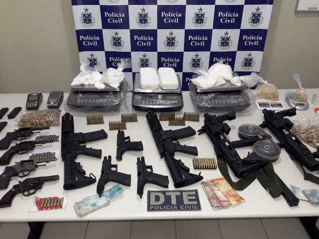 Polícia Civil apreende 'arsenal de guerra' que pertence a facção criminosa, em Conquista