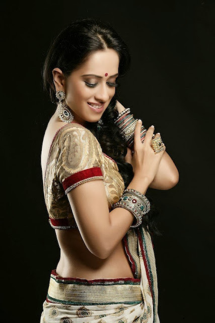hot Monali Sehgal saree shoot