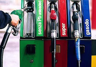 Le 17 accise che fanno volare il prezzo della benzina