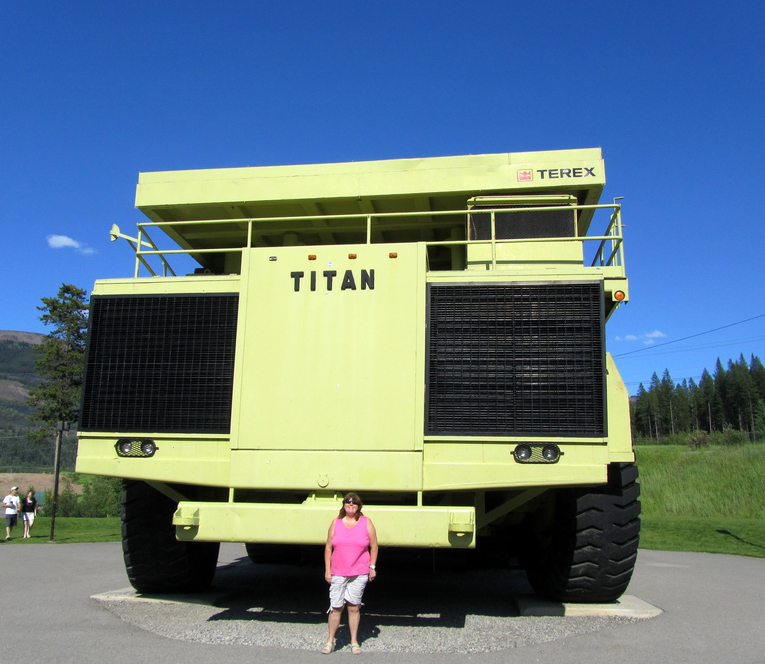 cath in canada biggest dump truck in the world. Black Bedroom Furniture Sets. Home Design Ideas