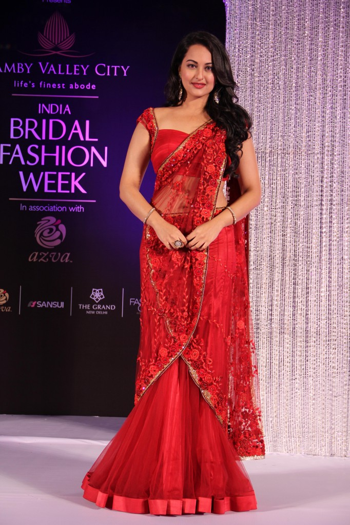 Sonakshi Saree Latest Fashion Show Lets In Kit Up