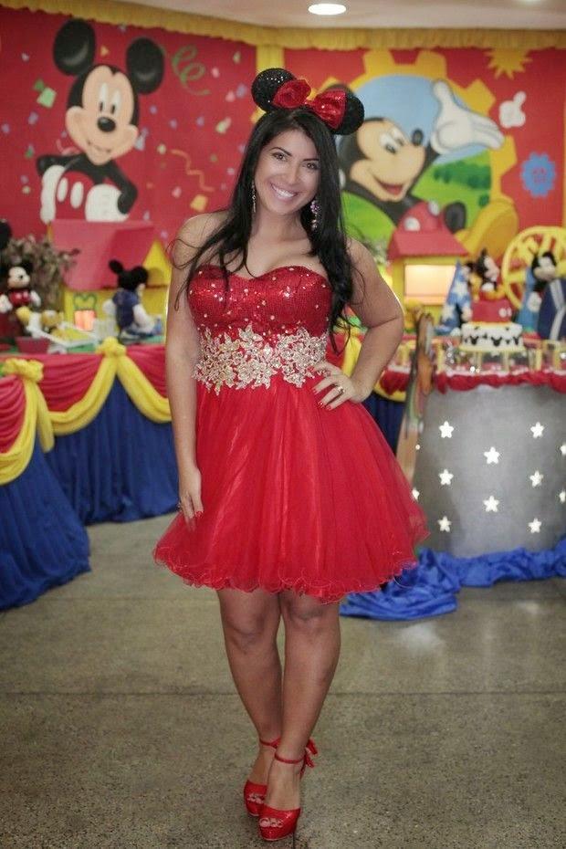 Ex BBB Priscila Pires com roupa temática de Mickey