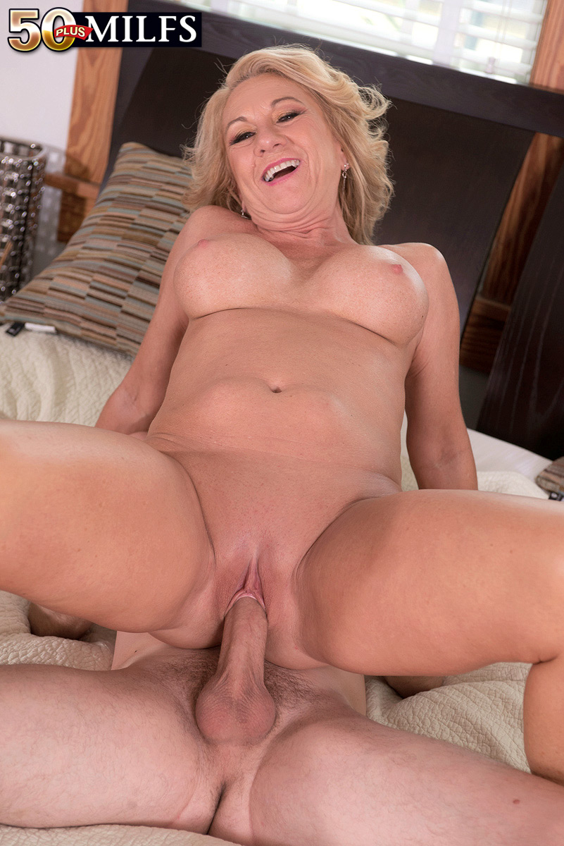 Anal sex with mature woman