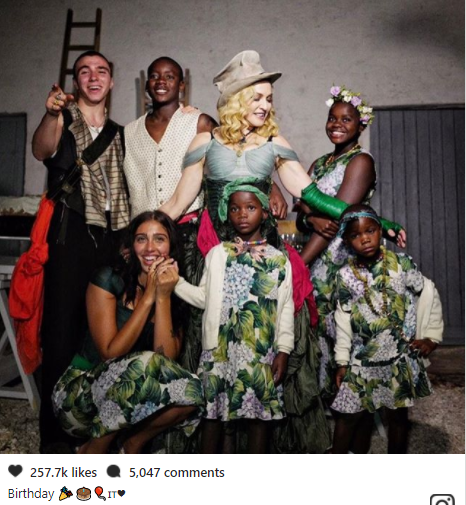 Madonna shared a lovely family photo with all six of her children for the first time