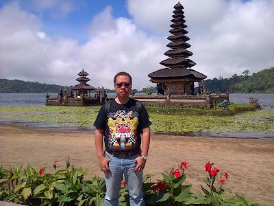 pura ulun danu bratan bali nurul sufitri blogger lima destinasi solo traveling terjangkau di indonesia traveloka citilink