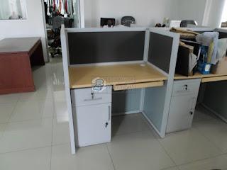 Meja Partisi Kantor Berhadapan Meja Sekat Kantor 1 set isi 8 Orang