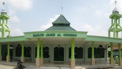 Wisata Religi ke Masjid Jami Al - Hidayah di Bekasi