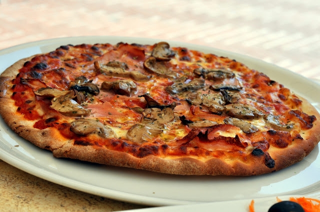 Pizza with Mushrooms - Caffe delle Erbe - San Gimignano, Italy | Taste As You Go