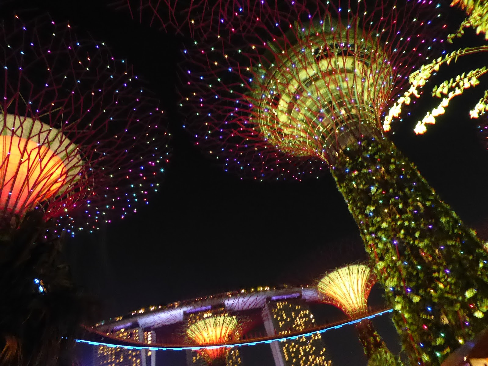 now there is another option at gardens by the bay i hope they continue to feature these beautiful italian light sculpture in the future