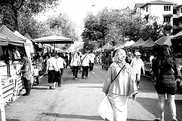 Analog Diary: At The Ramadan Bazaar 01