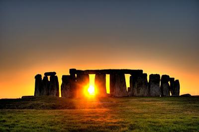 http://thelivingmoon.com/43ancients/04images/Stonehenge/Stonehenge-6.jpg