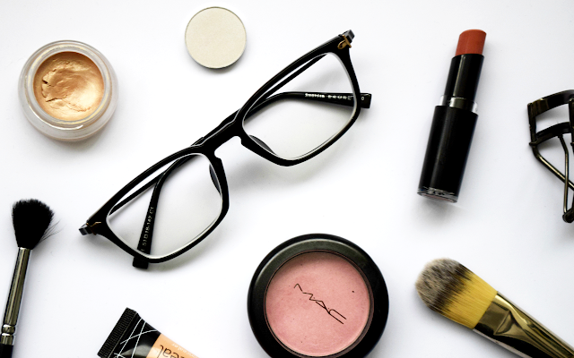 Makeup Tips for Contact Lens & Eyeglass Wearers