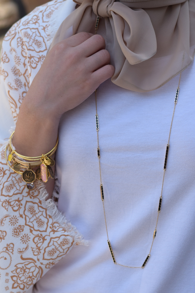 """<img src=""""fashion-blog.jpg"""" alt=""""Fashion Blog Modesty Tehran Fashion"""" />"""