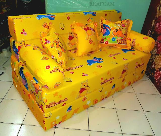 Sofa bed inoac motif winnie thepooh kuning posisi sebagai sofa