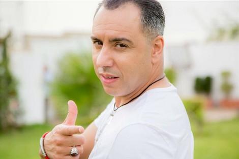 """موس ماهر يرفض """"البوز الهابط"""" .. ويبسط يده للفنانين بالجزائر"""