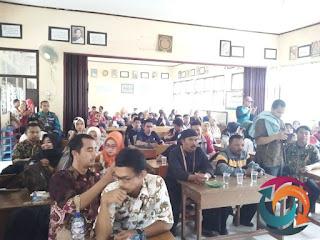 Ratusan Guru Honorer saat menghadiri acara Gebyar Sukabumi Award 2018 di Aula Setda Kabupaten Sukabumi, Rabu (3/10)