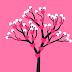 Roze achtergrond met liefdesboom en hartjes