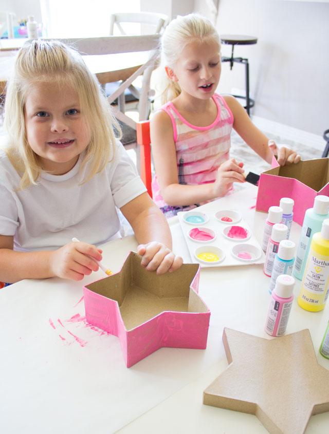 Stenciling paper mache with kids #stencil #papermache #marthastewart
